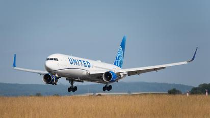 N674UA - United Airlines Boeing 767-300ER