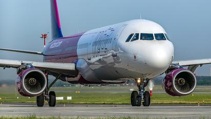 HA-LXW - Wizz Air Airbus A321