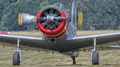 N71502 - - Aviation Glamour Consolidated Vultee BT-13B