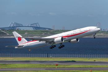 80-1111 - Japan - Air Self Defence Force Boeing 777-300ER