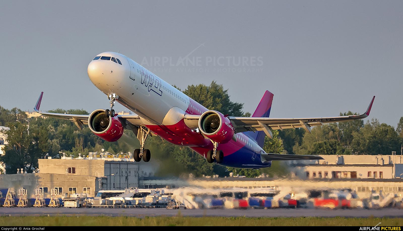 Wizz Air HA-LVE aircraft at Warsaw - Frederic Chopin