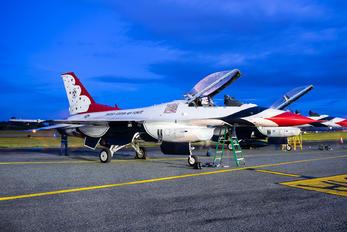 87-0331 - USA - Air Force : Thunderbirds Lockheed Martin F-16CJ Fighting Falcon