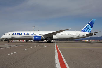 N14011 - United Airlines Boeing 787-10 Dreamliner