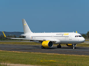 EC-NDB - Vueling Airlines Airbus A320 NEO