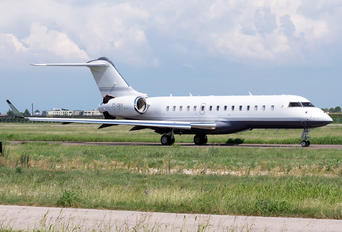T7-OKY - Private Bombardier BD-700 Global 6000