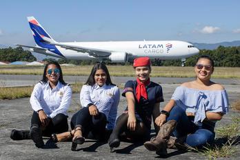 N534LA - - Aviation Glamour - Aviation Glamour - People, Pilot