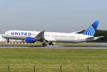 N13013 - United Airlines Boeing 787-10 Dreamliner