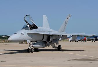 165221 - USA - Navy McDonnell Douglas F/A-18C Hornet