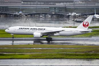 JA703J - JAL - Japan Airlines Boeing 777-200ER
