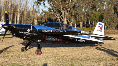 LV-IUN - Private Extra 300S, SC, SHP, SR