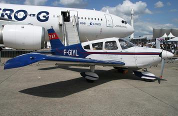 F-GIYL - Private Piper PA-28 Cherokee