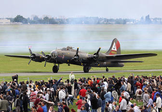 F-AZDX - Association Forteresse Toujours Volante Boeing B-17G Flying Fortress