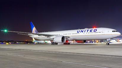 N2333U - United Airlines Boeing 777-300ER