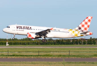 EC-NNZ - Volotea Airlines Airbus A320
