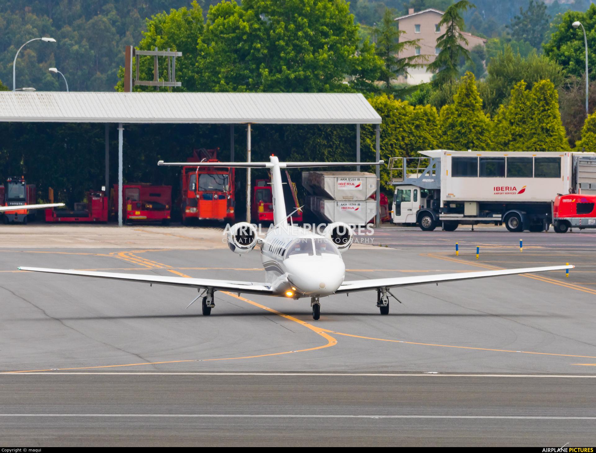 Silver Cloud Air D-IKBO aircraft at La Coruña