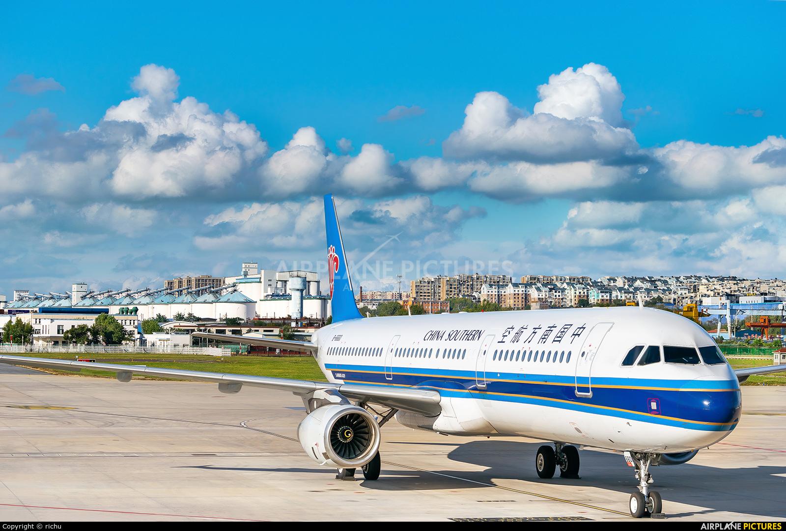 China Southern Airlines B-6660 aircraft at Dalian Zhoushuizi Int'l