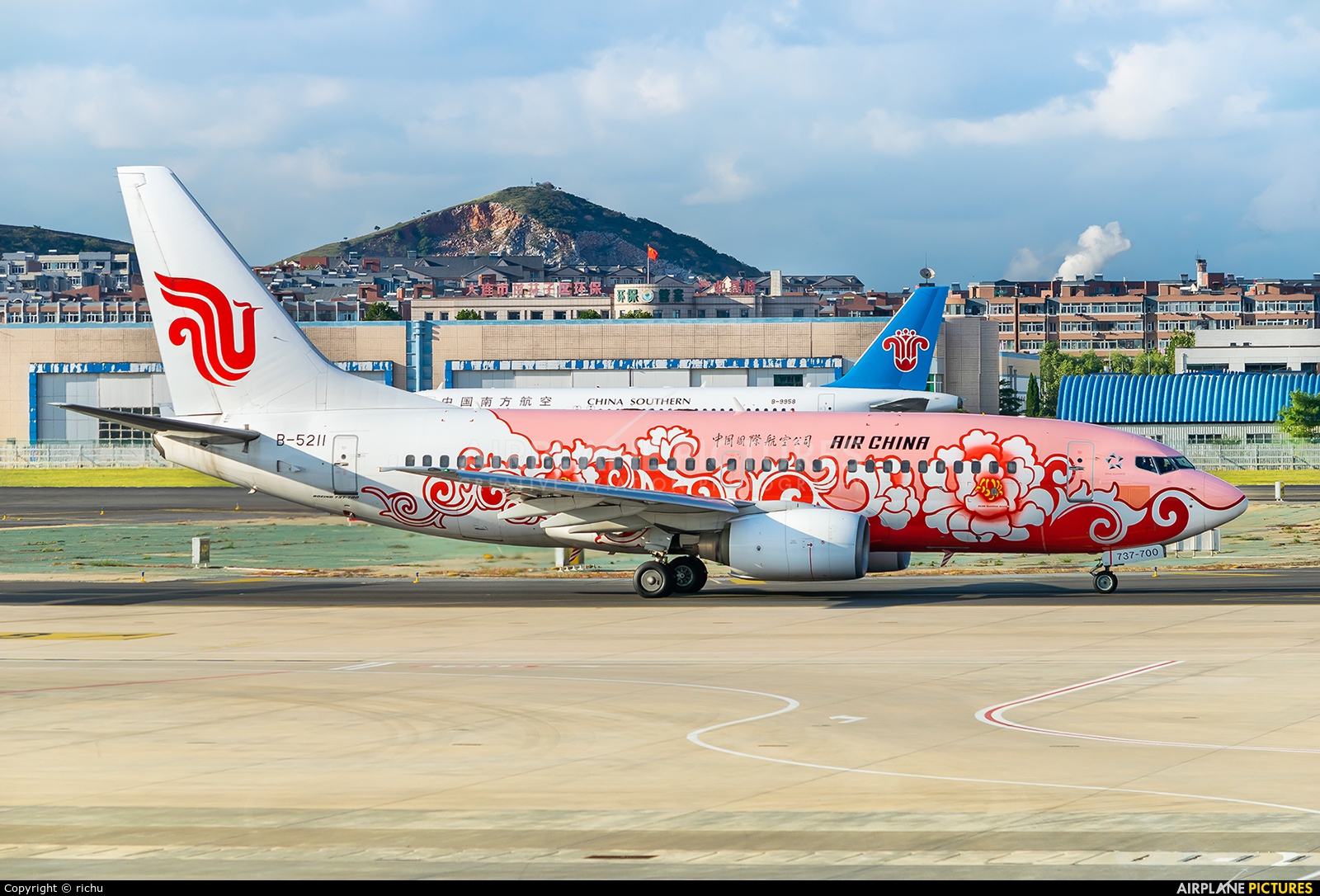 Air China B-5211 aircraft at Dalian Zhoushuizi Int'l