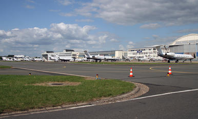 LFPB - - Airport Overview - Airport Overview - Apron