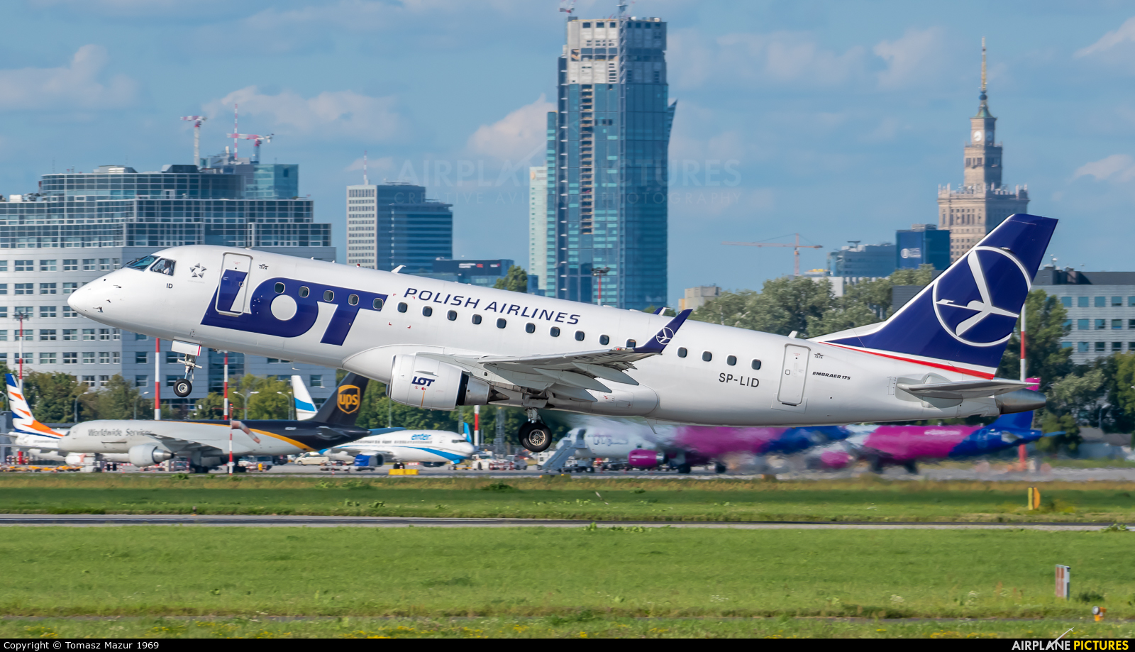 LOT - Polish Airlines SP-LID aircraft at Warsaw - Frederic Chopin