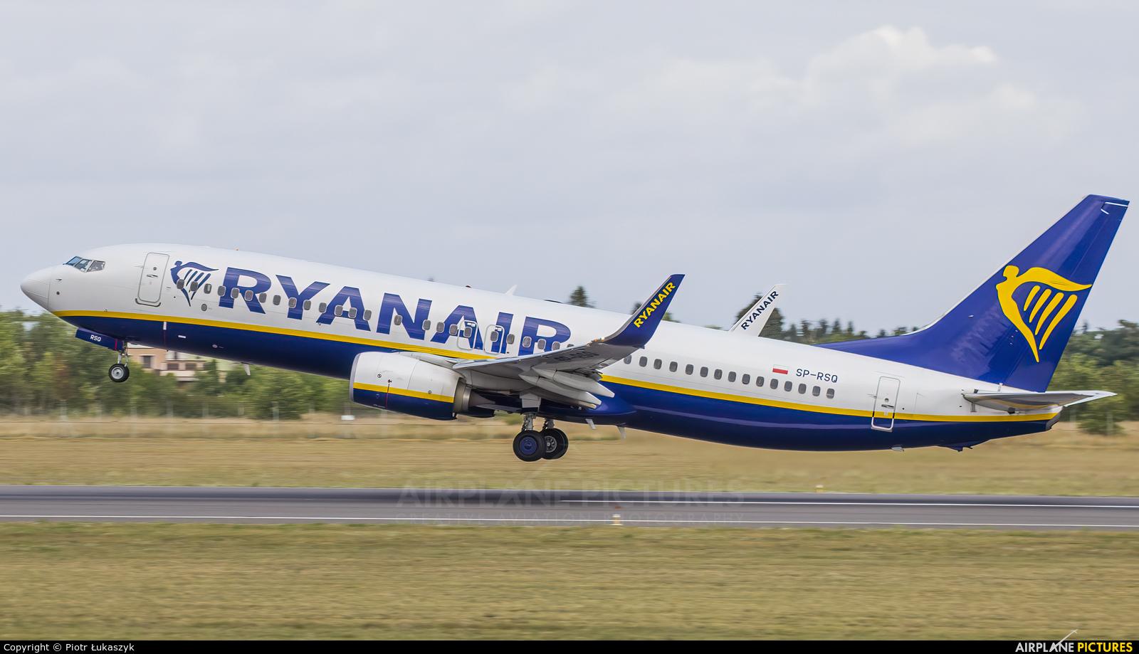 Ryanair Sun SP-RSQ aircraft at Poznań - Ławica