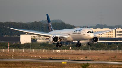 N12005 - United Airlines Boeing 787-10 Dreamliner