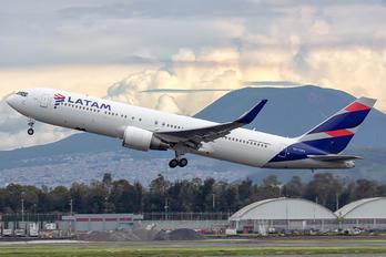 CC-CWV - LATAM Boeing 767-300ER