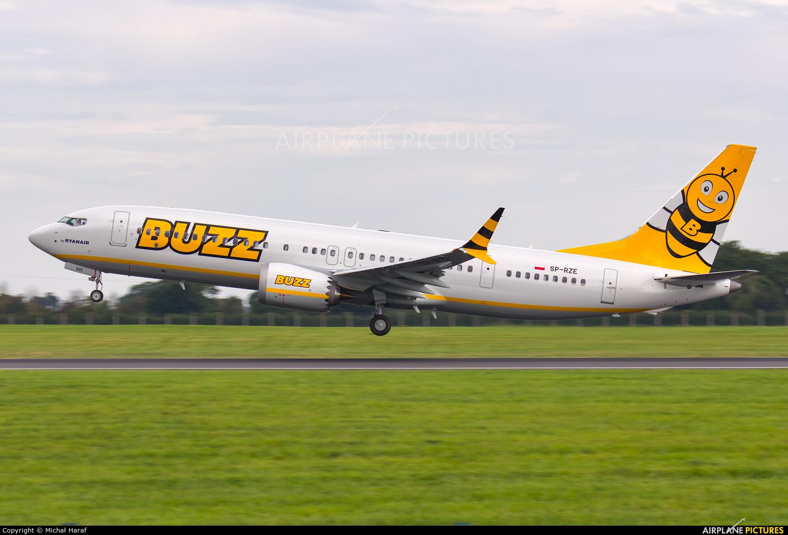 Buzz SP-RZE aircraft at Dublin