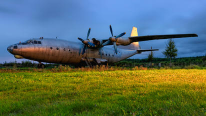 82 RED - USSR - Air Force Antonov An-12 (all models)