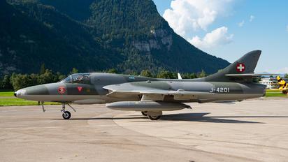 HB-RVR - Private Hawker Hunter T.68