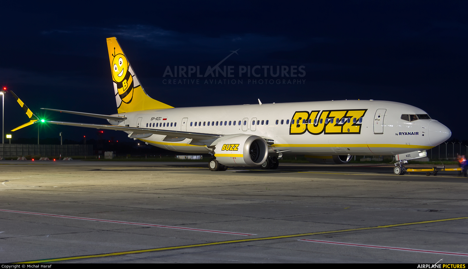 Buzz SP-RZC aircraft at Dublin